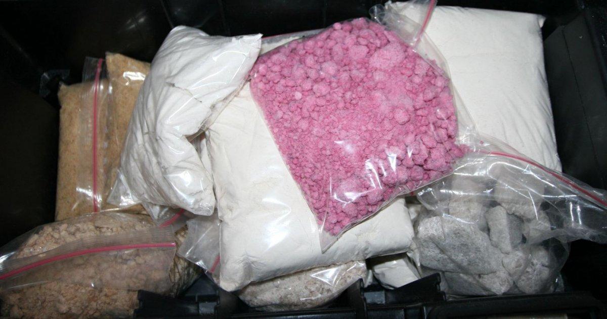 Spokojnie pakowali towar do wysyłki, zaskoczyła ich policja