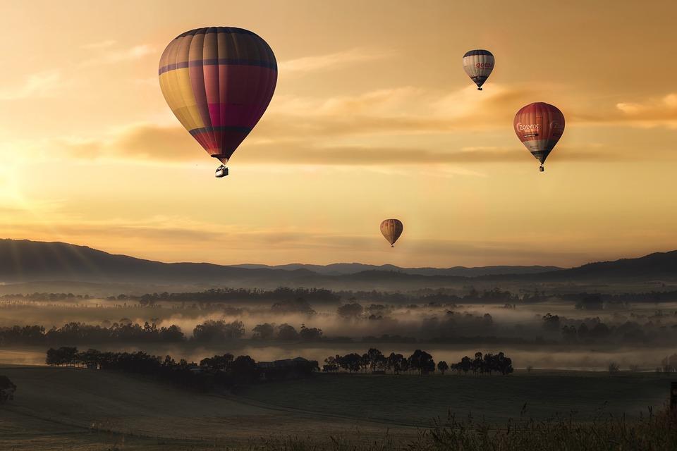 Mają niewiele wspólnego z romantycznym lotem ku zachodzącemu słońcu, ale wciąż pozostają piękne i widowiskowe