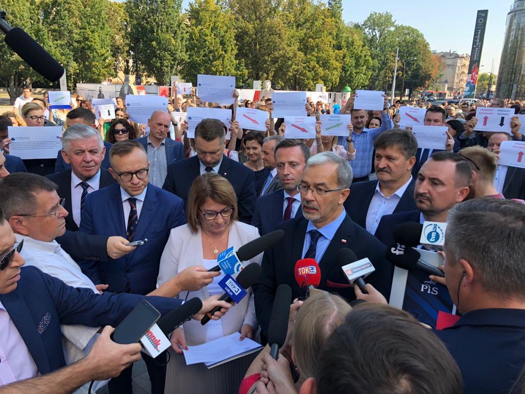 Konferencji ministra rozwoju towarzyszyli urzędnicy Urzędu Marszałkowskiego