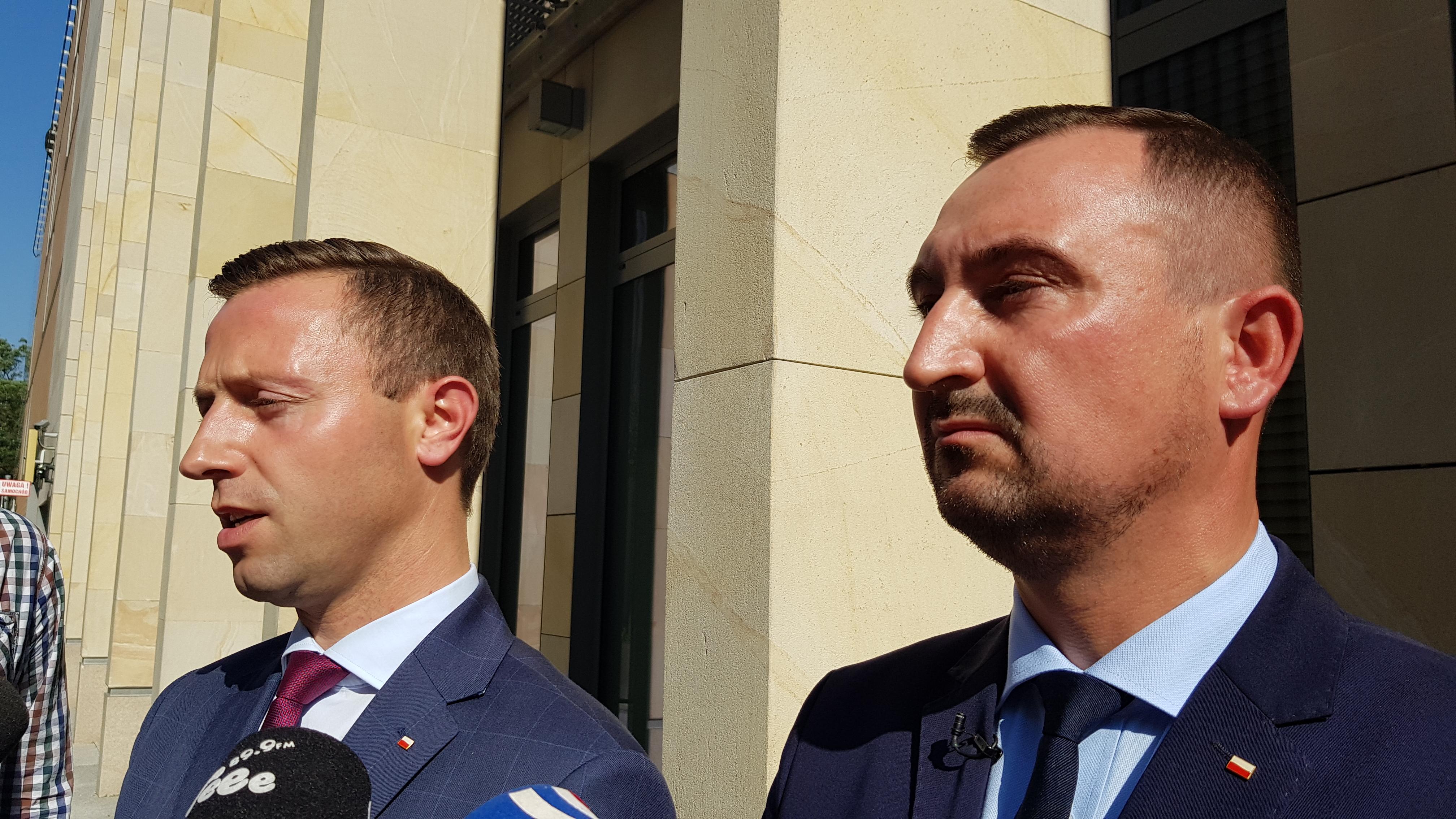 Działacze PiS zarzucają marszałkowi wykorzystywanie urzędników do własnych celów politycznych