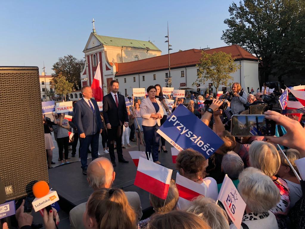 Wiec wyborczy Sylwestra Tułajewa z udziałem Beaty Szydło został zakłócony przez Obywateli RP i KOD