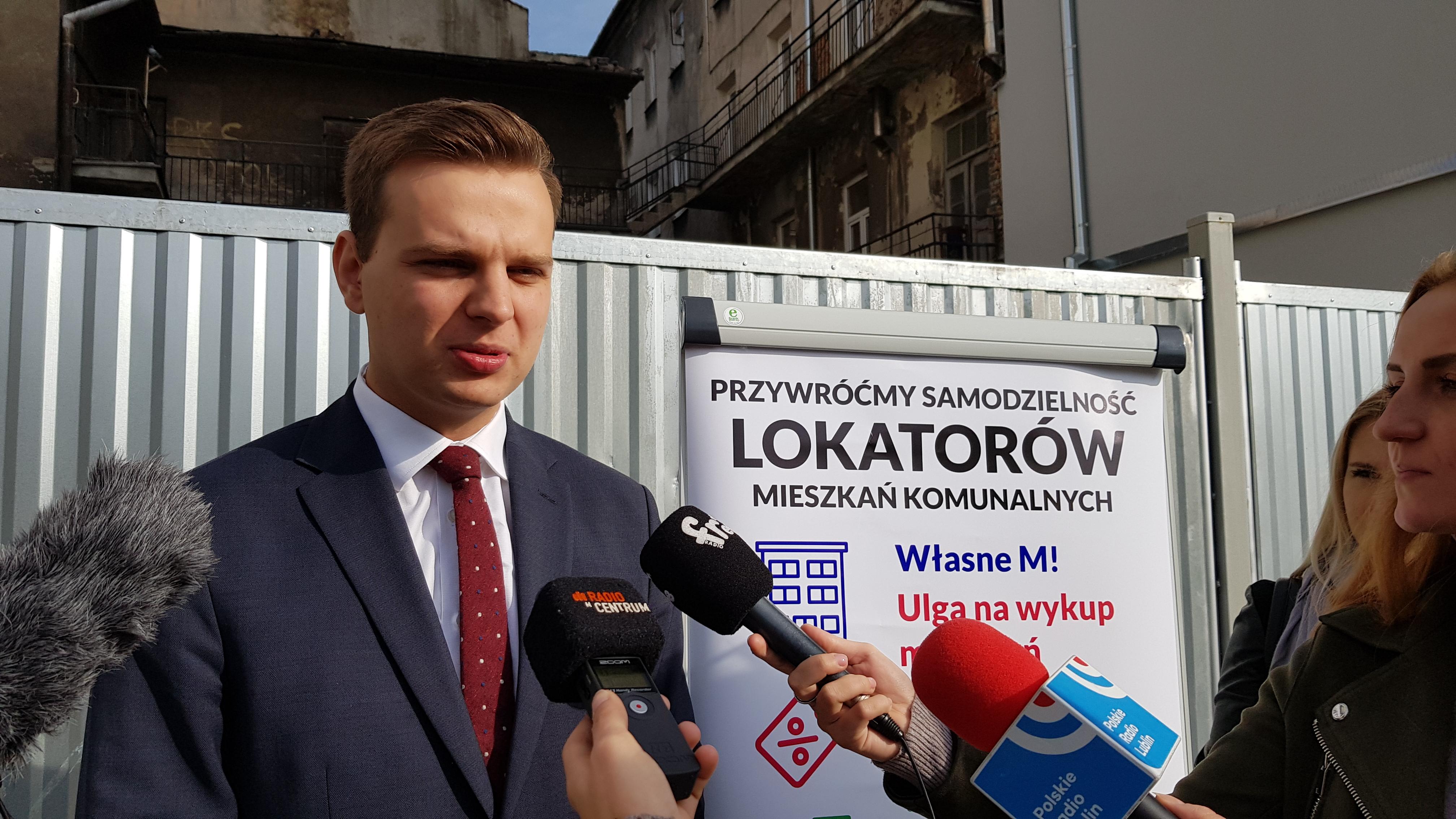 Rozwiązanie problemu fatalnego stanu mieszkań komunalnych – to kolejna propozycja wyborcza posła Jakuba Kuleszy.