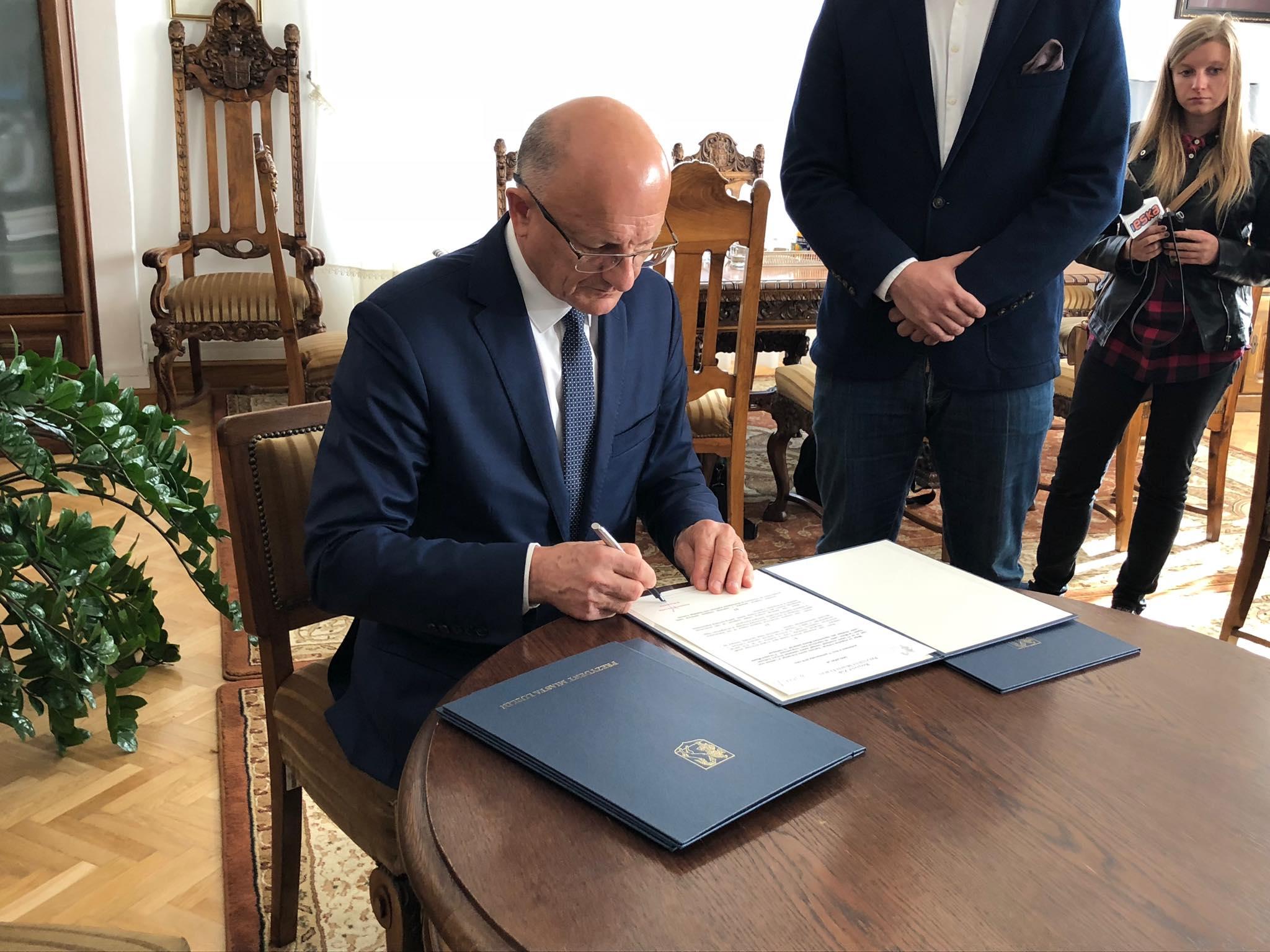 Prezydent Lublina podpisał porozumienie z władzami Ekstraligi Żużlowej
