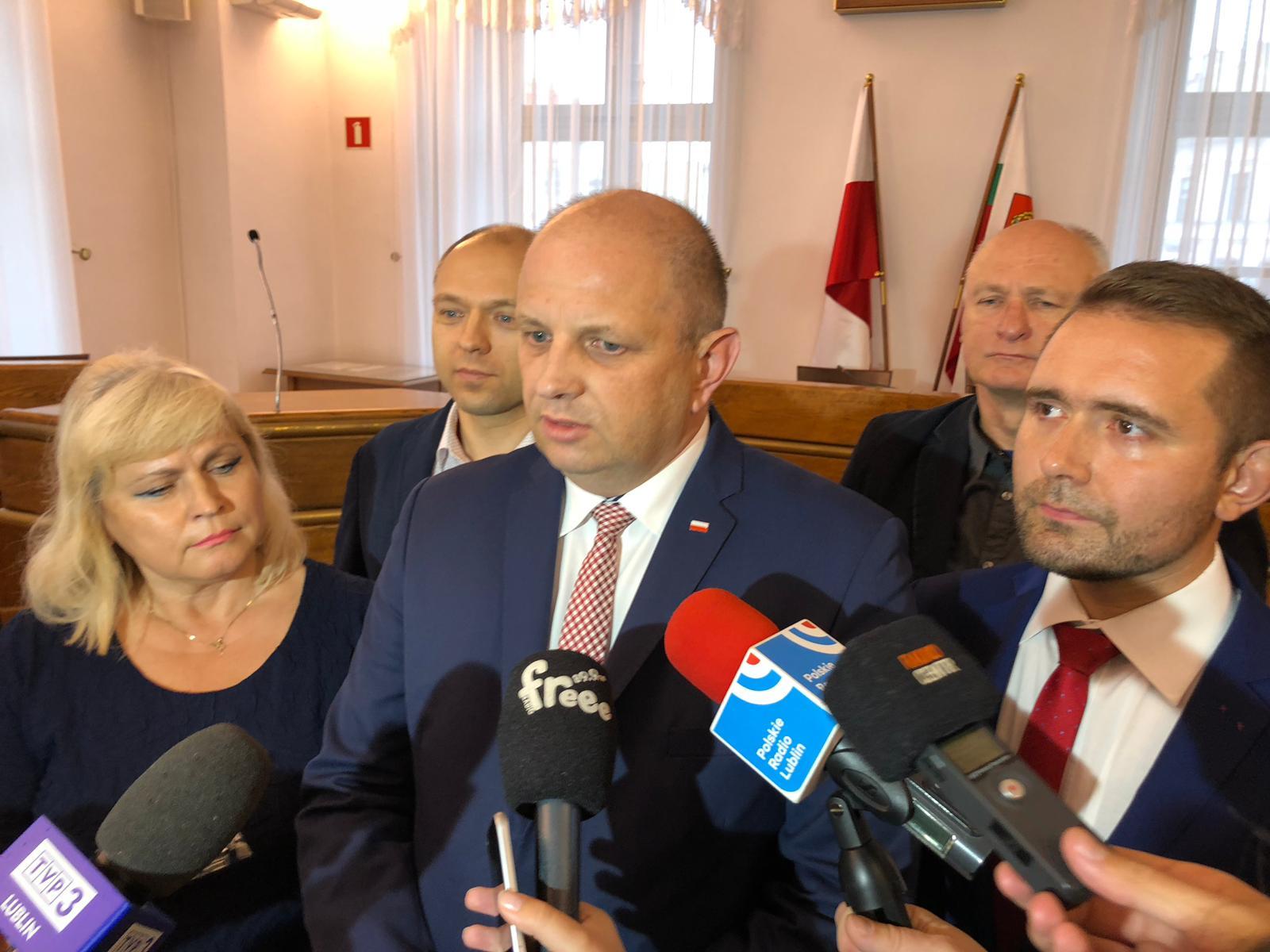 Radni Prawa i Sprawiedliwości zaprezentowali trzech nowych radnych miejskich w swoich szeregach
