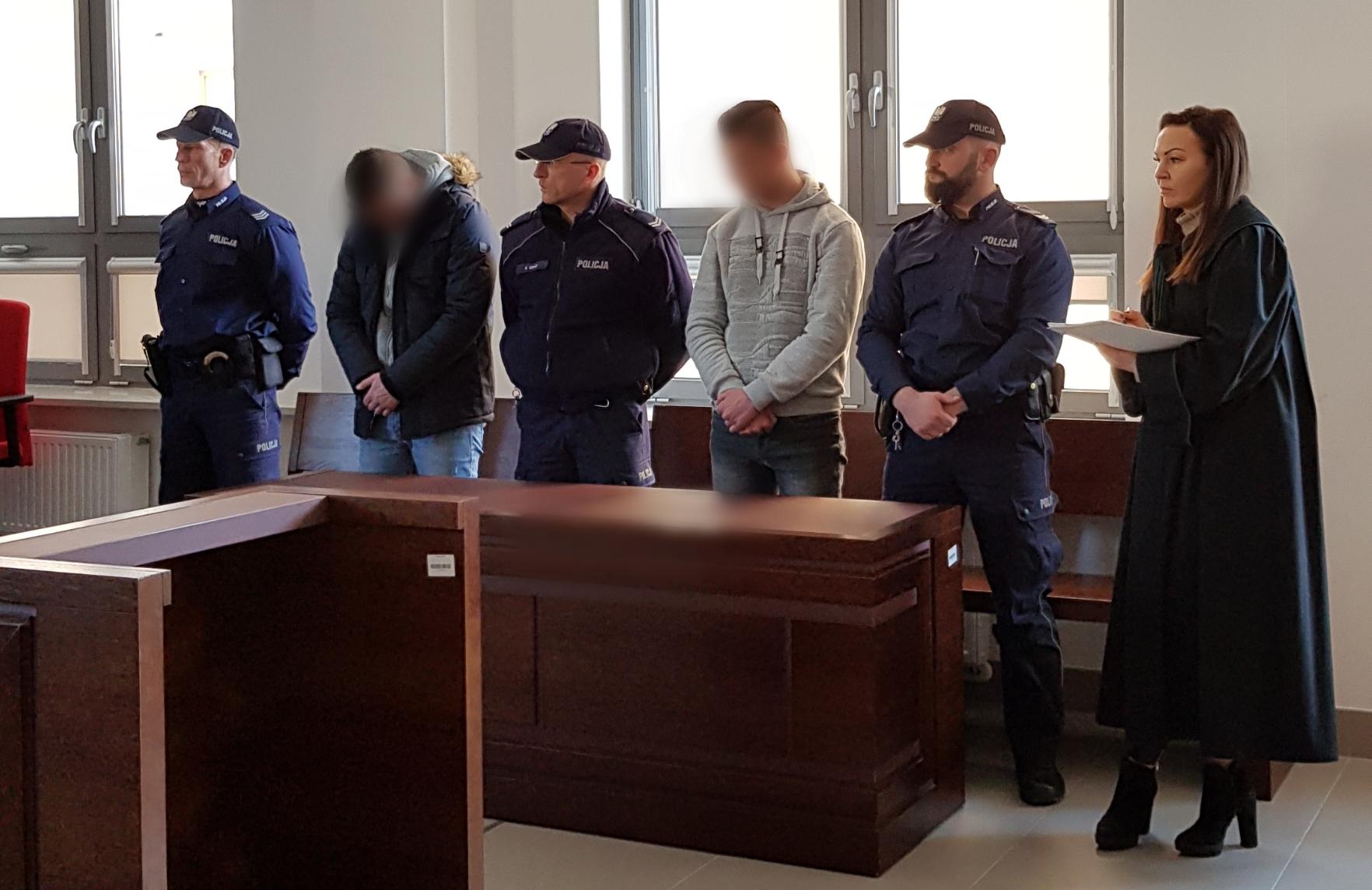 """""""Ty polska szmato"""" miały usłyszeć ofiary pobicia przez Romów. Zapadł wyrok skazujący."""