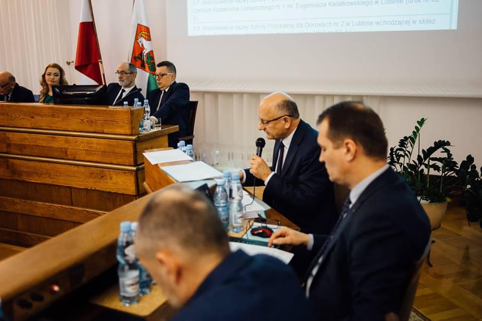 Po ponad 7-godzinnej dyskusji radni przyjęli uchwałę dotyczącą referendum w sprawie Górek Czechowskich